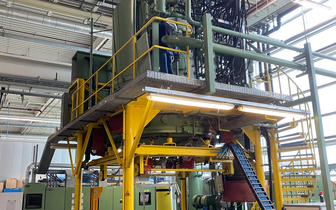 Item#VF371 Ipsen Vertical Loading Vacuum Furnace (Located in the UK)