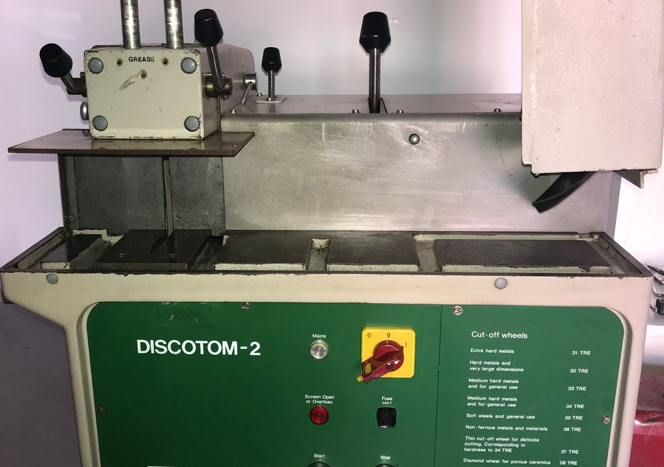 "Item#L27 Discotom-2 – 10"" Manual Metallographic Cut-Off Saw"